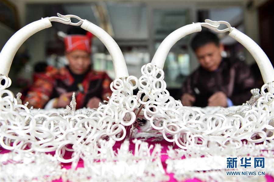 #(社會)(1)貴州黔東南:苗族銀飾加工忙